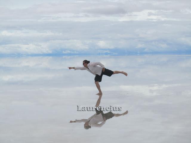 Foto-Salar-de-Uyuni-Cermin-Alam-Terbesar-Bolivia_4