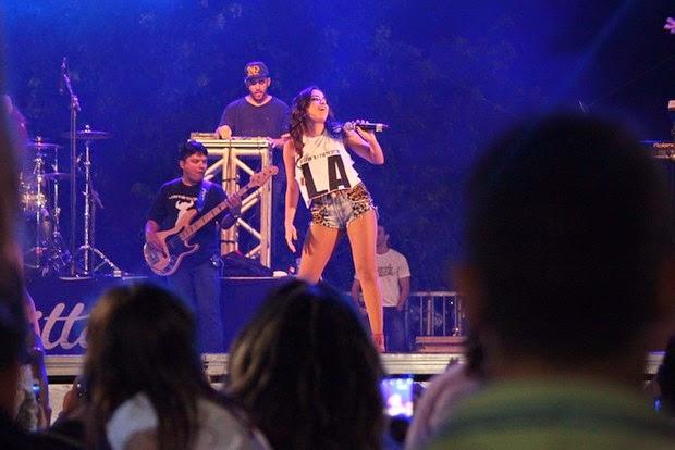 Anitta fez a alegria dos fãs na noite deste sábado
