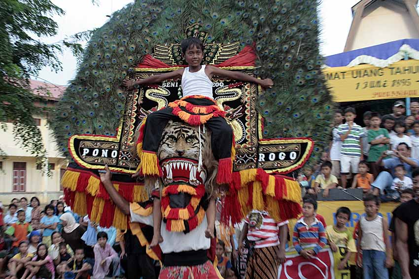 Art reog apa aja ponorogo seeing movement actors displayed a typical type of art ponorogo east java reog ponorogo crossed the impression of something mystical altavistaventures Gallery