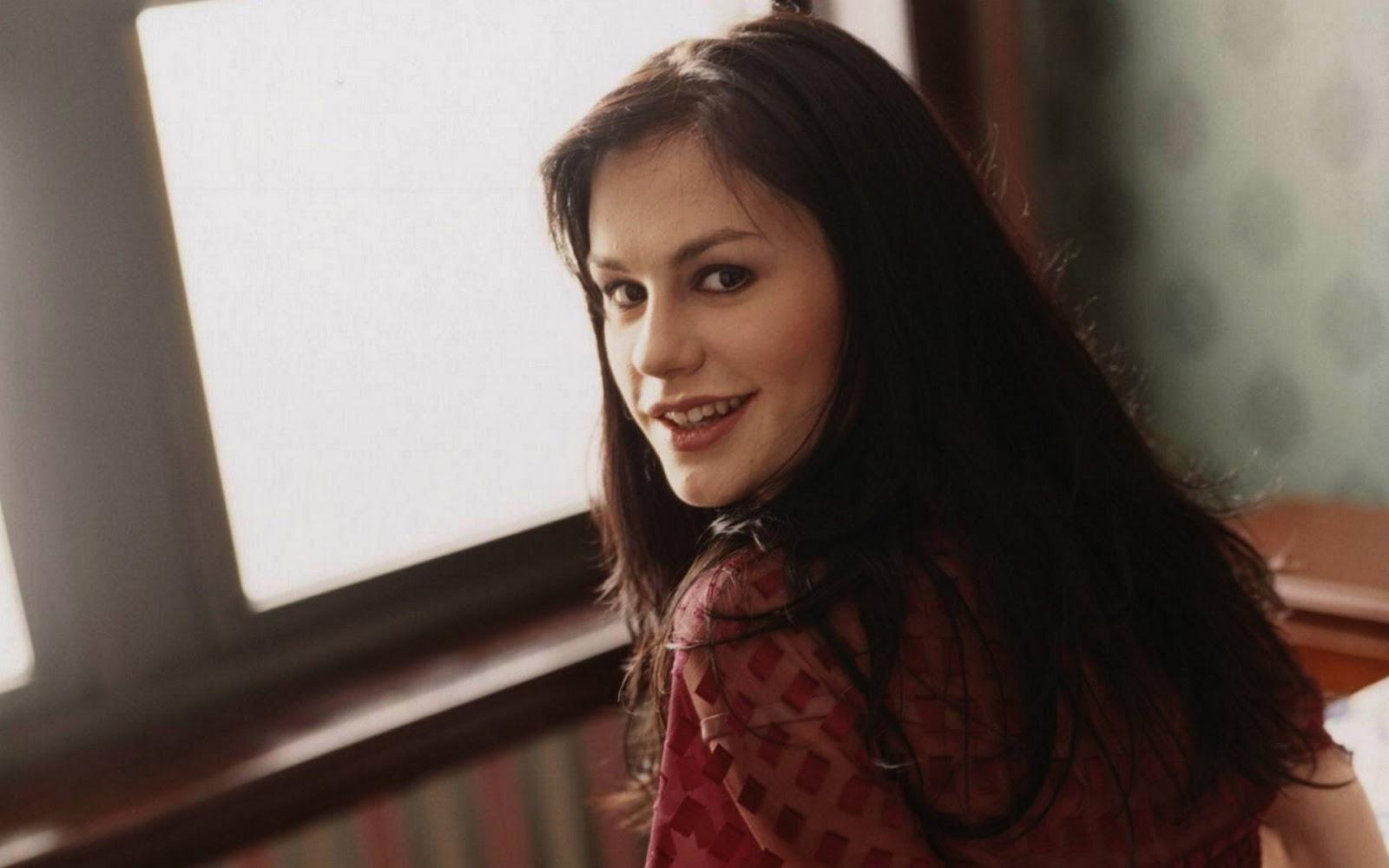Anna Paquin Smile