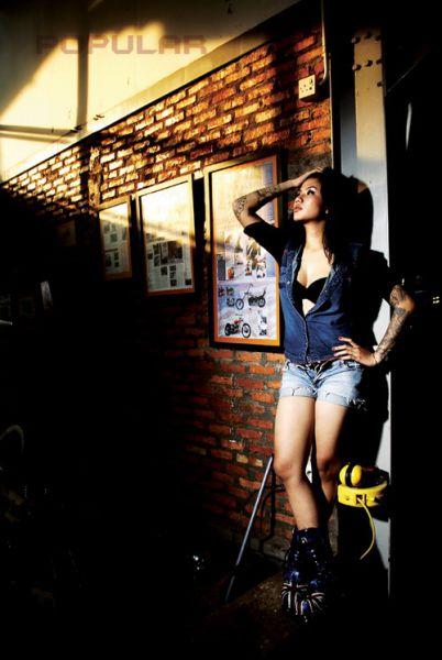 Foto Foto Seksi Tiga Setia Gara di Majalah Popular