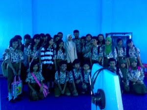berfoto bersama guru