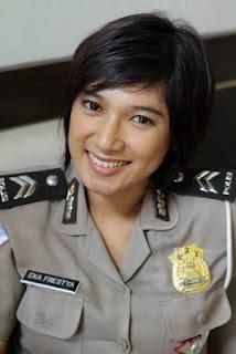 Polisi Cantik Briptu Eka Frestya