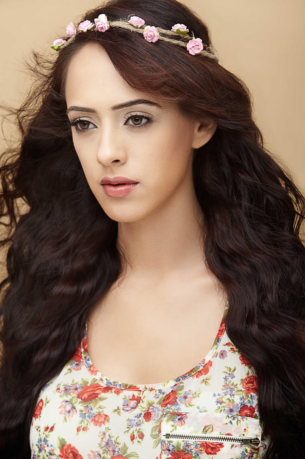 bollywood, tollywood, hot, Hazel, Keech, is, an, item, bomb, waiting, to, explode, ?