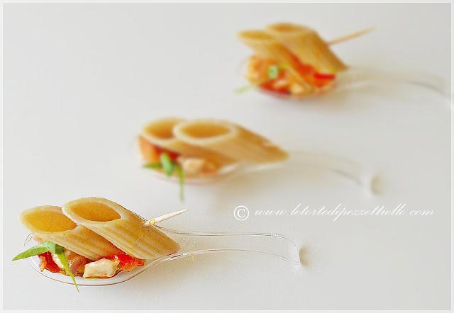 penne integrali con petto di pollo pomodoro cipolla di tropea aceto di mirtilli