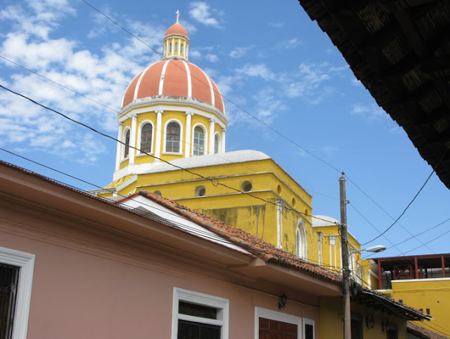granada dating Granada: you'd think we'd be sick of pretty colonial towns by now, but i'm not granada - with its painted plaster frontages and terracotta tiled roofs, the multiplicity of churches, its regularity of broad avenues and grand central plaza - is nicaragua's jewel.