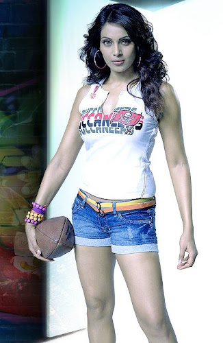 Bipasha Basu in Players Wallpapers