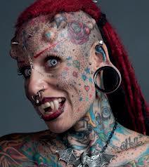 dövmeli vampir kadin