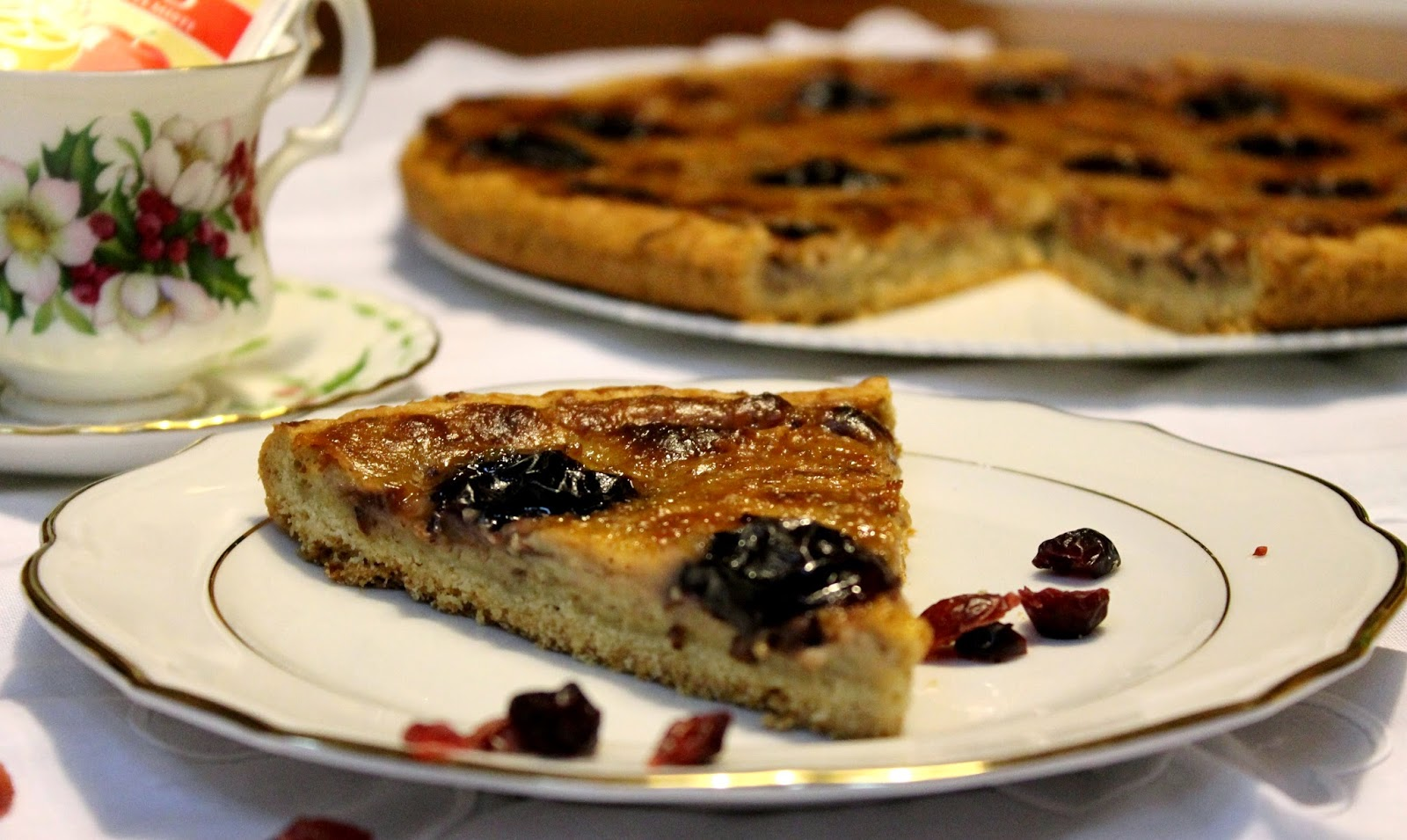 Crostata integrale con crema di mandorle e prugne