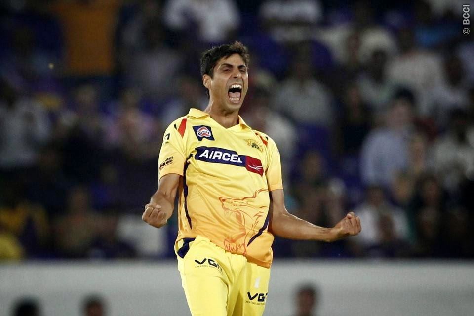 Ashish-Nehra-KOLKATA-KNIGHT-RIDERS-V-CHENNAI-SUPER-KINGS-CLT20-2014