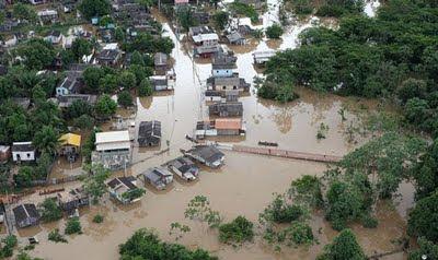 Imagem da capital acriana transbordada pelo Rio Acre