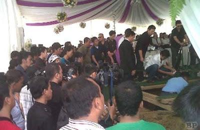 Pemakaman Olivia Dewi2