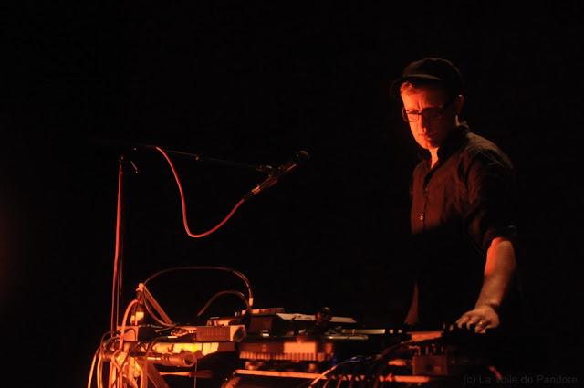 Belleruche en concert au Café de la Danse le 27 juin 2012, DJ Modest