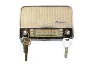 Porta chaves em formato de rádio antigo
