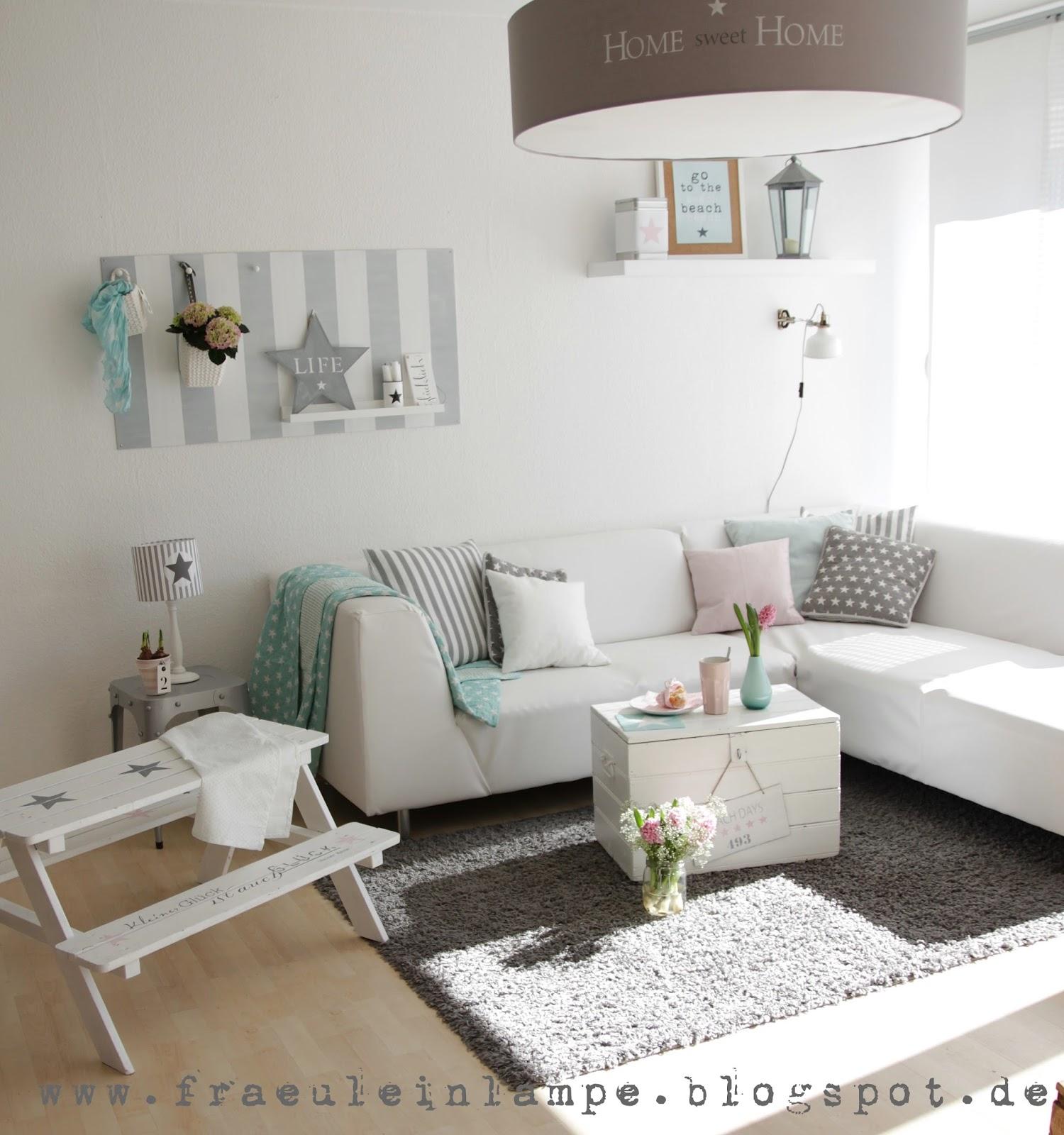 Wohnzimmer couch kissen weiss grau rosa for Kissen wohnzimmer