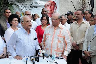 """Hipólito Mejía recibe el apoyo del doctor Juan Arístides Taveras Guzmán y el """"Grupo de los 99""""."""