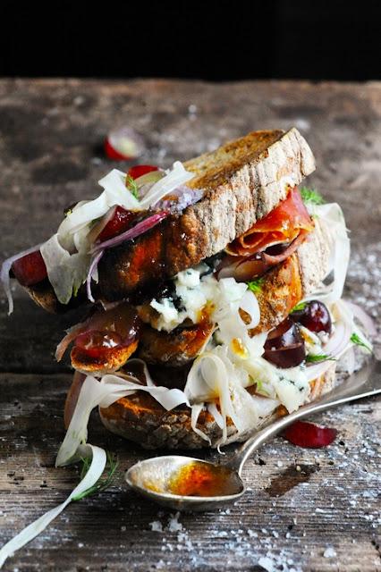 Le midi c'est casse-croûte ! Casse-croûte roquefort jambon, céleri et raisin… et petite revue d'effectif des casse-croûtes de la semaine !