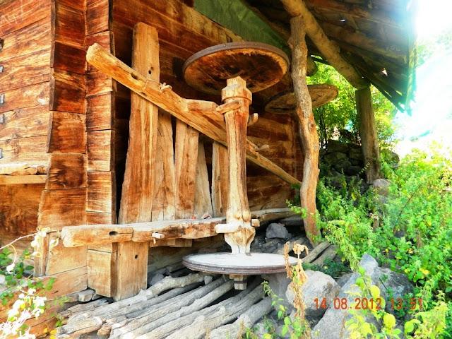 köylerde bir zamanlar hasat zamanı veya diğer zamanlarda kullanılan bir çift öküzle yürütülen en gözde nakil aracı öküz arabası meşhur ismi