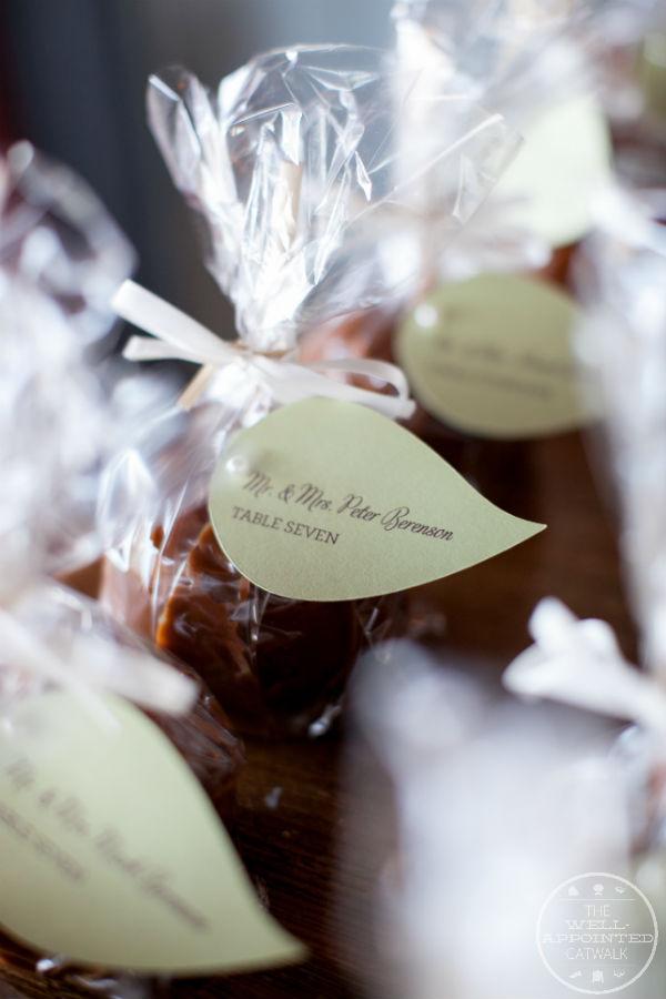 Caramel apple wedding favors, escort cards