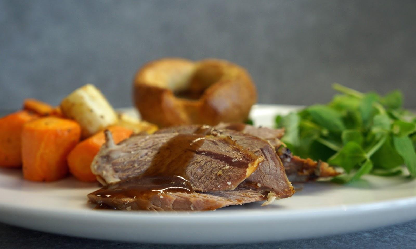 Roast+Leg+of+Lamb+with+Rosemary,+Garlic,+Pea+Sprouts,+Roast+Veg ...