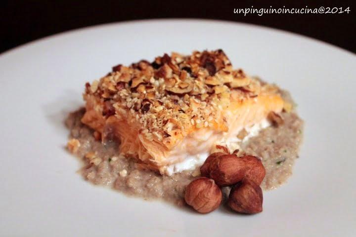 salmone in crosta di nocciole con crema di funghi