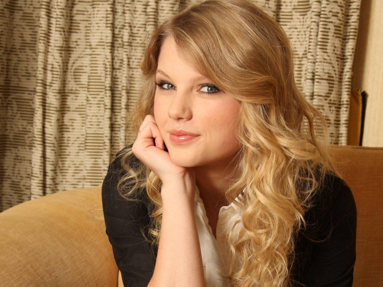 http://4.bp.blogspot.com/-9A8CirpLAzM/T_GNJxi6FnI/AAAAAAAADMs/RNRBHf6B9nY/s1600/Taylor-Swift-012.jpg