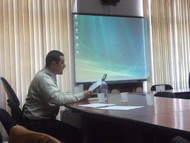 Aspect din timpul comunicării prof. Daniel Nedeloiu, Colocviile Şcolii Doctorale, 8.IV.2011...