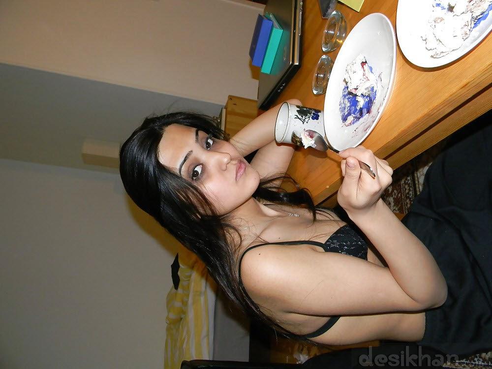 Pakistani Girl Huma Showing Her Sexy Nude Body indianudesi.com