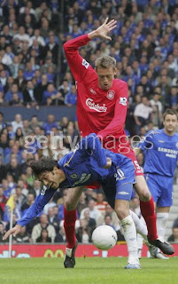 funny picture:  peter crouch clashes paulo ferreira