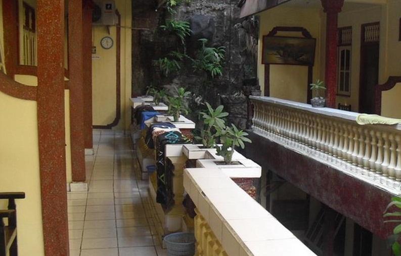 Hotel Ini Berletak Tidak Jauh Dari Bandara 38km Dan Cocok Untuk Berlibur Karena Dekat Dengan Monumen Bom Bali 02km Sky Garden Lounge 03km