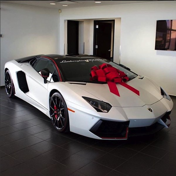 #Christmas #gift #Lamborghini.- Choosing a gift for the groom ... we hope you enjoy.