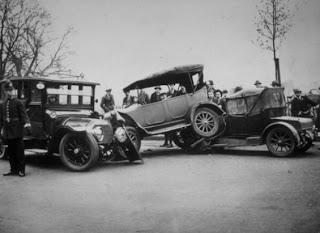 FOTO dan Berita Kecelakaan Mobil Pertama Kali di Dunia
