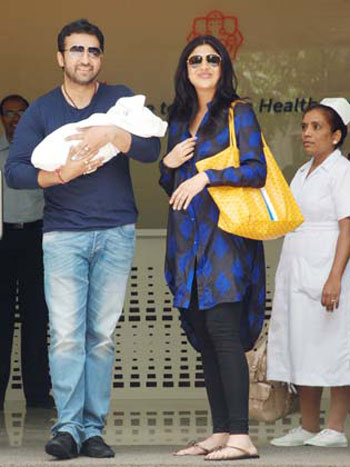 Shilpa Baby Photo on Shilpa Shetty   S Baby Boy First Look With His Papa Raj Kundra   Web
