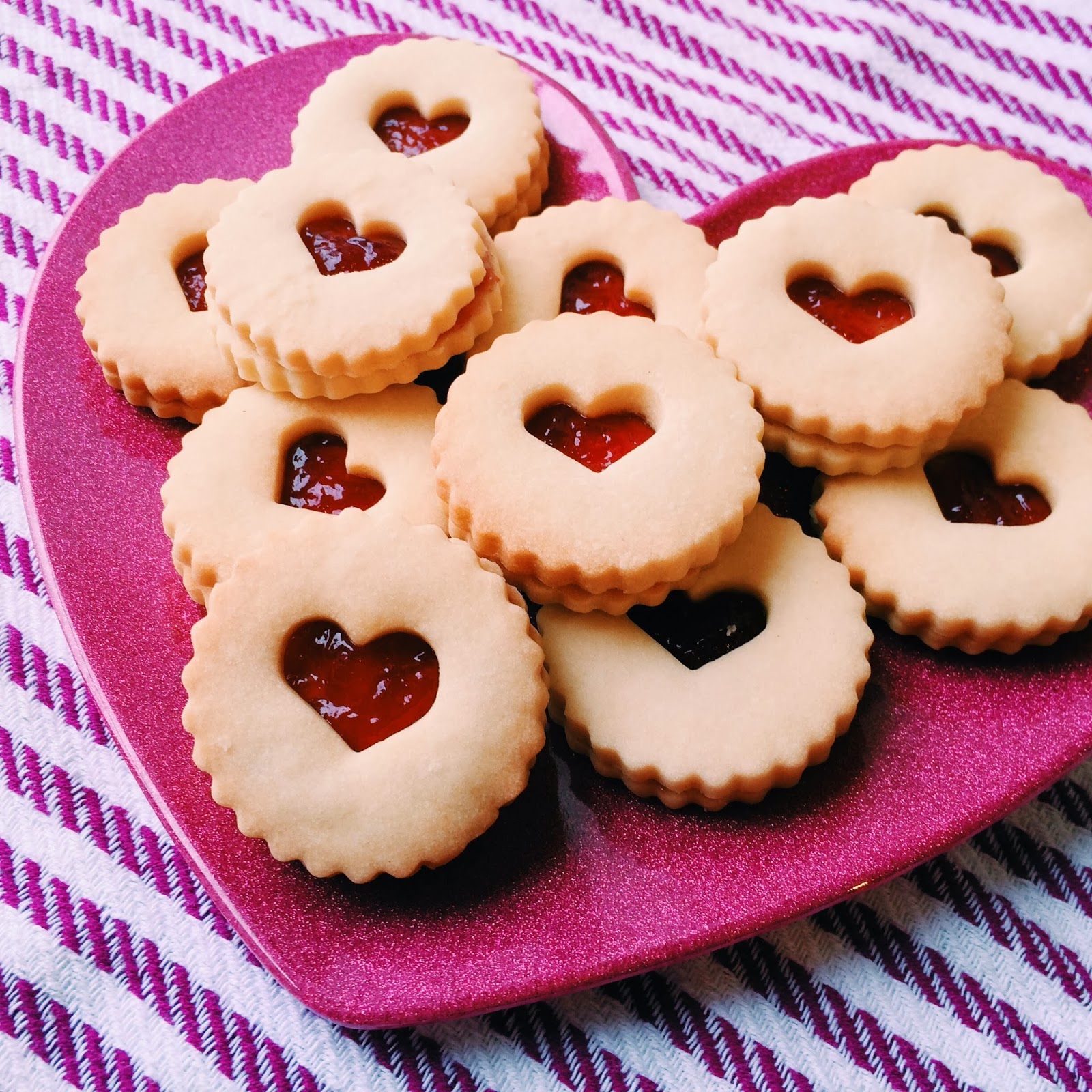 kraftykym ::: Raspberry Linzer Heart Cookies (no nuts)