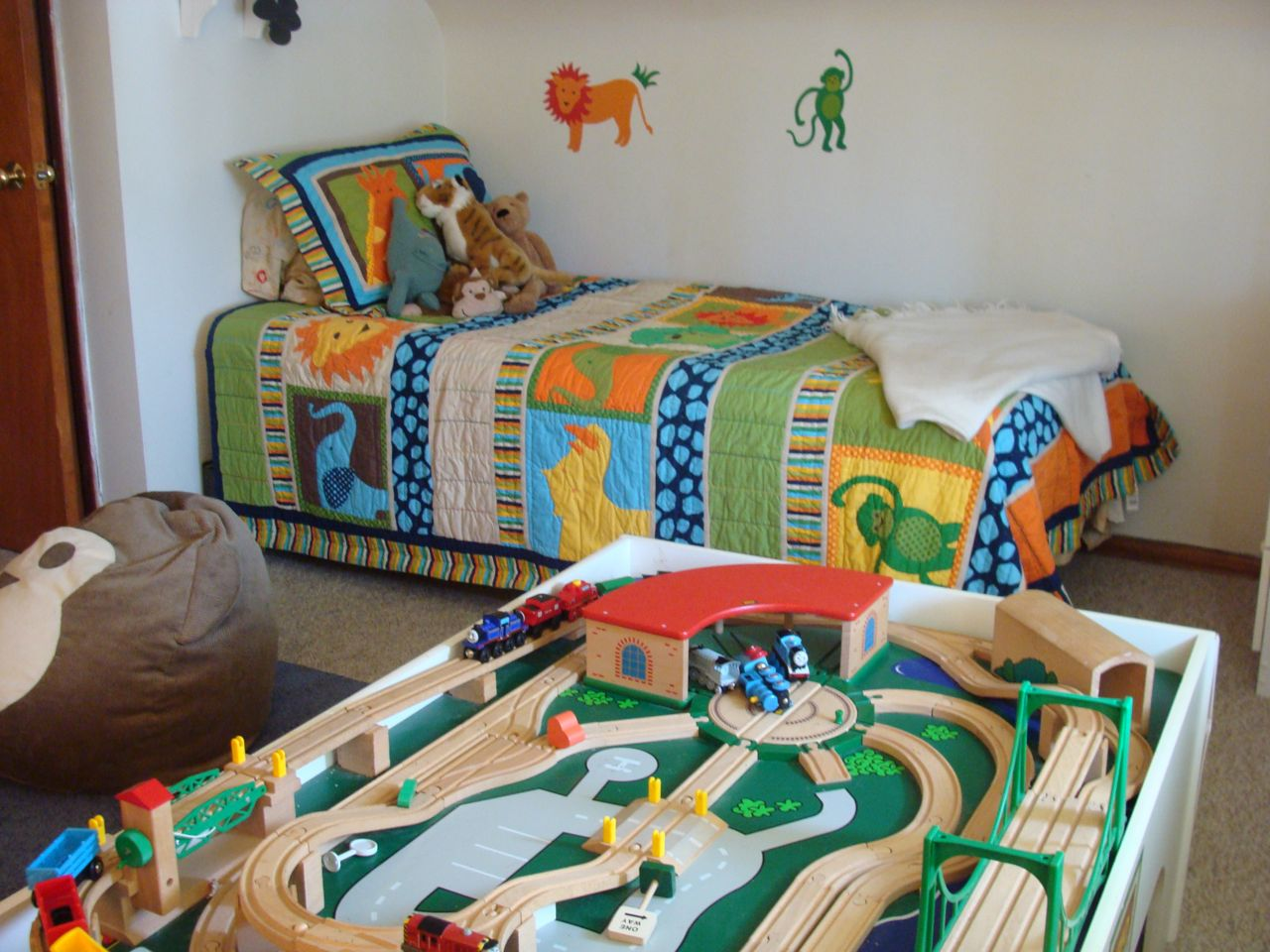 Toddler Bedroom Decorating Ideas Toddler Bedroom And Playroom ...