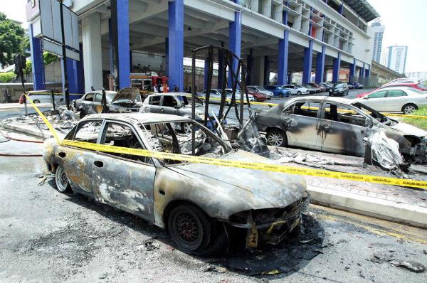 6 Kereta Terbakar Berhampiran Stesen LRT Taman Jaya