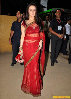 Priety Zinta arrives for the Filmfare Awards at Yash Raj Studio Mumbai_FilmyFun.blogspot.com