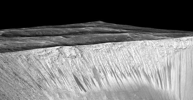 NASA confirma que há água em Marte em estado líquido
