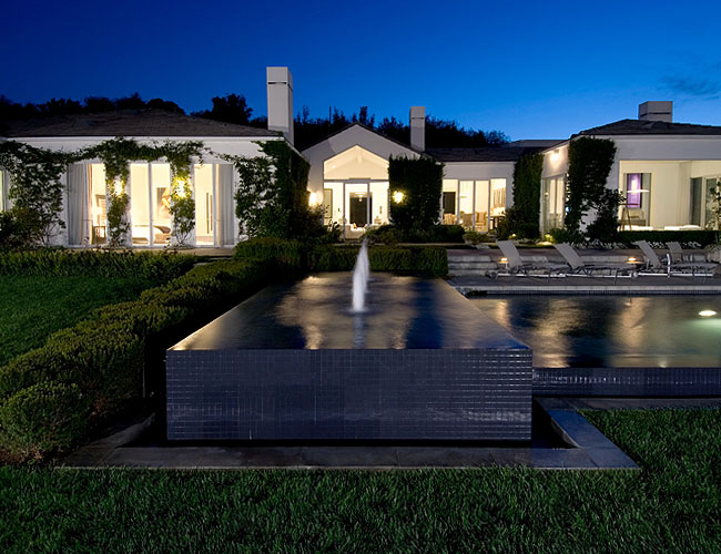 Luxury houses villas and hotels house in beverly hills for Buy house beverly hills