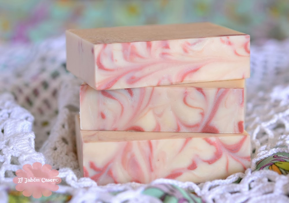 Jabones naturales de yogur y fresa