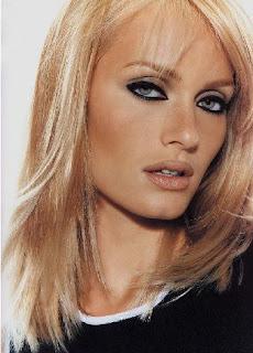 Amber Valletta Hairstyles