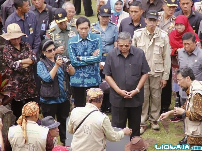 Ibu Any Yudhoyono dan kameranya | liataja.com