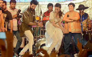 Shahid and Alia promotes 'Shaandaar at Falguni Pathak's dandia celebrations
