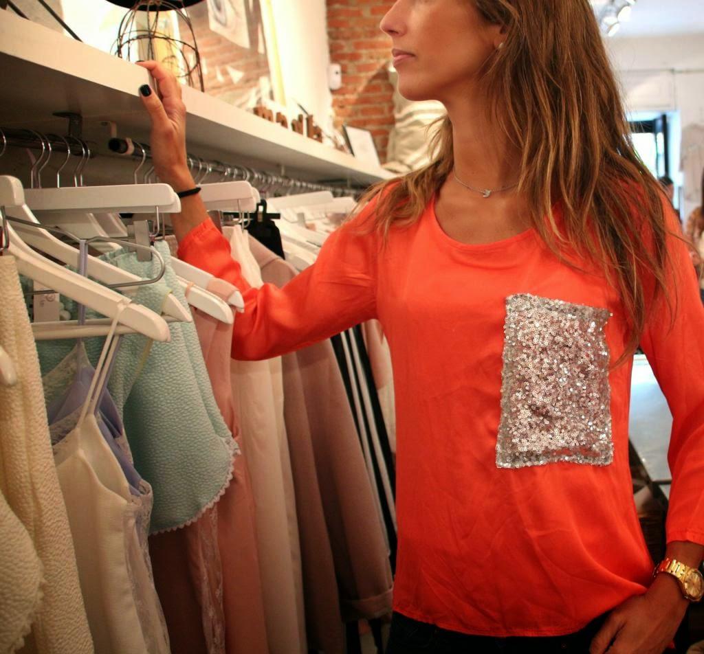 white&one,camisa coral,bolsillo lentejuelas,seda,original