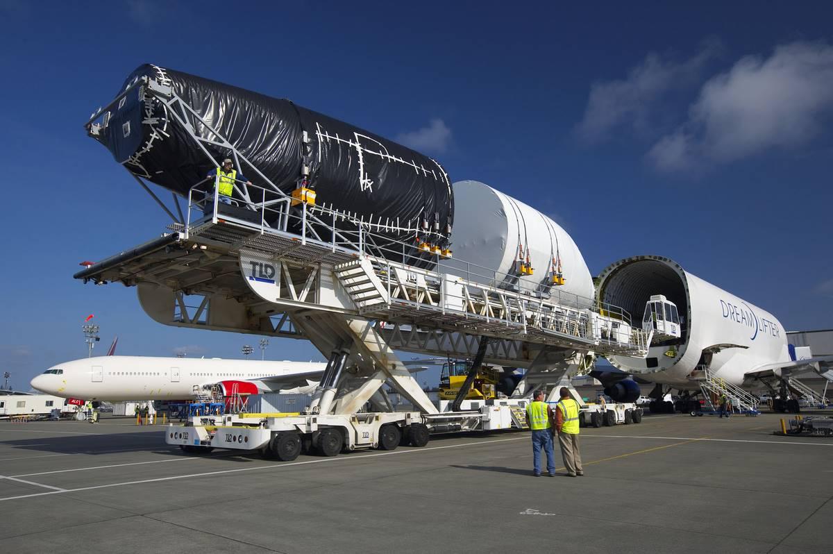 YR Tech: Como funciona uma fábrica de aviões #2B406D 1200x798 Banheiro De Avião Como Funciona