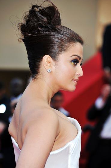 Aishwarya-Rai-Bachchan_64th-Cannes-film-festival-2011-day-2