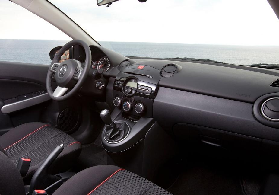 ... Automóvel - Conteúdos Auto: ENSAIO: Mazda 2 1.3 MZR / 5 portas