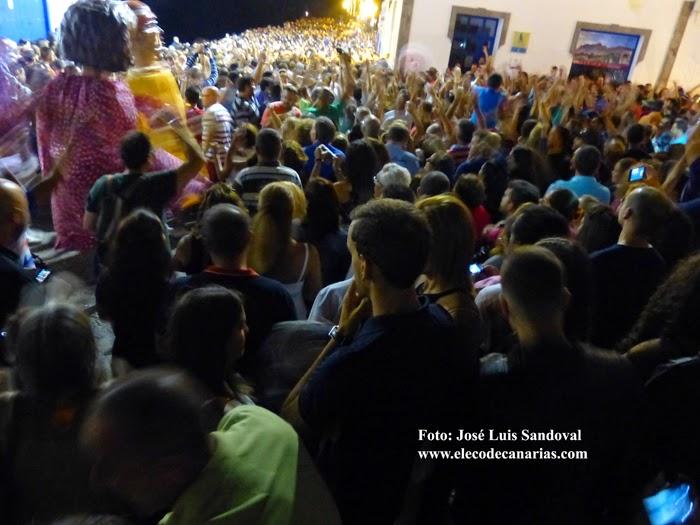 Miles de personas en la retreta de Agaete 2014