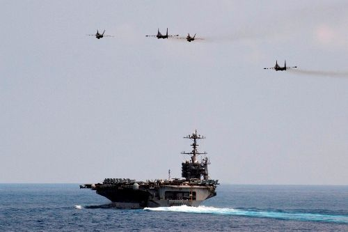 Sukhoi Malaysia terbang diatas USS George Washington