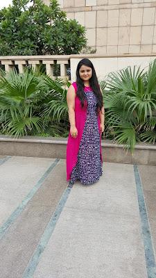Fashion Blogger Baronial Feminite in Maxi Dress
